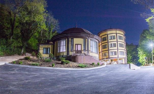Скидка на Отдых в двух- или трехместном номере с завтраками в отеле «Водопады Руфабго» в горах Адыгеи! Скидка до 36%