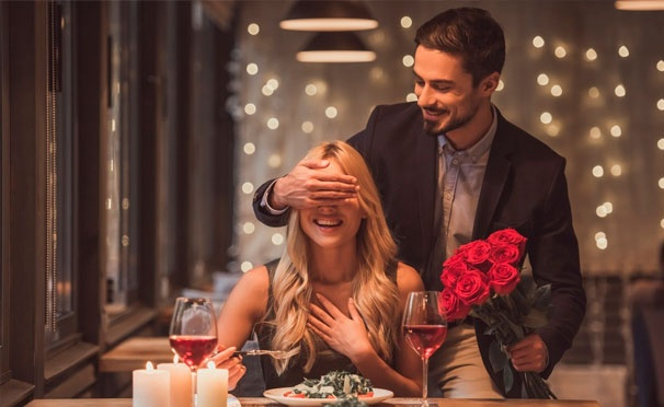 Скидка на Романтическая ночь для двоих в апартаментах категории «Люкс» или романтическое свидание в «Москва-Сити» на 59 этаже башни «Империя» от компании City Event Group. Скидка до 68%
