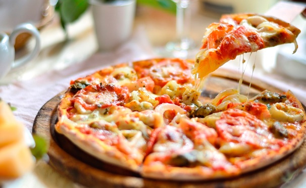 Скидка на Осетинские пироги с мясом, сыром, грибами и не только, а также ароматная пицца от пекарни Ossetian Pie. Скидка до 75%