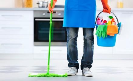 Уборка помещения или мытье окон