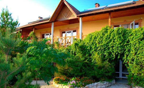 Скидка на Отдых с проживанием в номере «Полулюкс» для двоих в отеле «Марлин» в Крыму. Скидка 30%