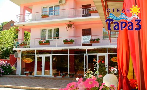 Скидка на Проживание для двоих, троих или четверых в отеле «Тараз» в Лазаревском районе: уютные номера, бассейн, мангальная зона, бесплатный Wi-Fi и не только! Скидка 50%