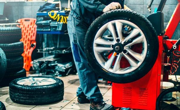 Скидка на Сезонная переобувка «Всё включено» с хранением шин в сети автосервисов Shinkop со скидкой до 60%