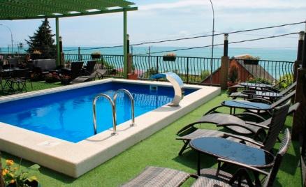 Отель Amvel' с бассейном в Сочи