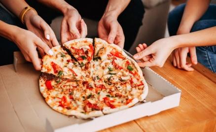 Пицца и роллы от «Вкуснотеки»