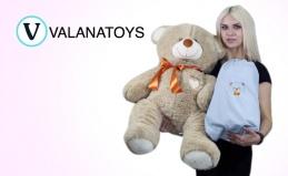 Плюшевые медведи и подушки