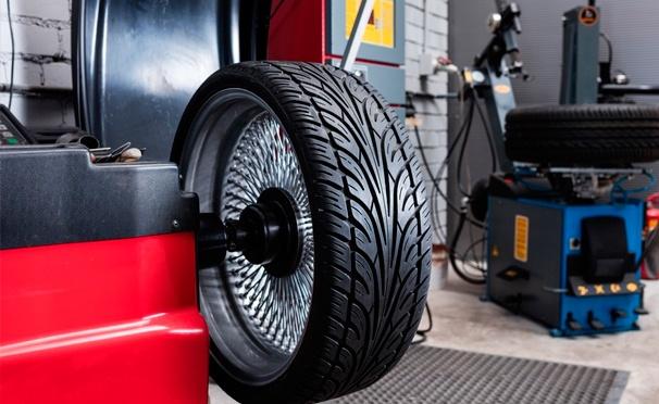Скидка на Заправка кондиционера авто, шиномонтаж и балансировка 4 колес до R18 в автосервисе «ШинСпецСервис». Скидка до 74%
