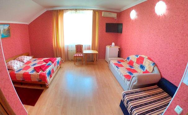 Скидка на Проживание в номере выбранной категории в гостевом доме «Олимпийский» в Кабардинке. Скидка до 33%