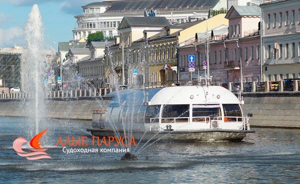 Скидка на Прогулка на теплоходе по Водоотводному каналу Москвы-реки от судоходной компании «Алые паруса»: обед или ужин, живая музыка, красивые виды и не только. Скидка до 53%