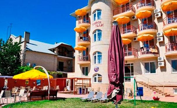 Скидка на Отдых для двоих или троих с питанием, зоной барбекю и бассейном в отеле Poseydon Palas на берегу Черного моря. Скидка 30%