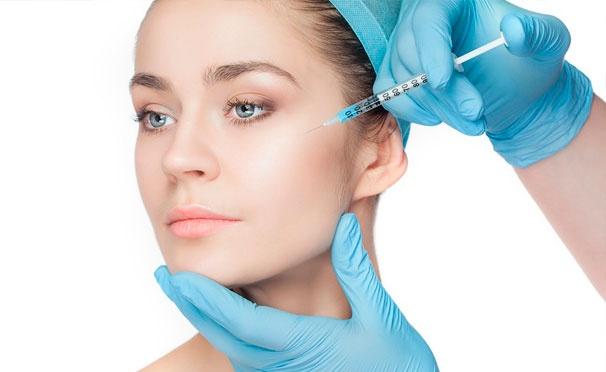 Скидка на Услуги «Центра косметологии»: контурная пластика, увеличение губ, инъекции «Ботокса» и липолитиков, миндальный, гликолевый, ретиноевый или пилинг Джесснера, биоревитализация и нити Cog. Скидка до 80%