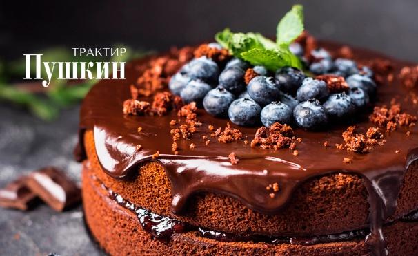 Скидка на Популярные торты и вкусные пирожки с бесплатной доставкой в пределах МКАД от кондитерской ресторана «Трактир Пушкин». Скидка 50%