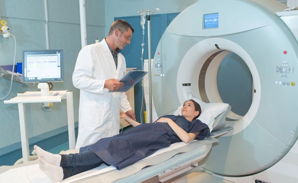 Скидка на Магнитно-резонансная томография головного мозга, позвоночника, суставов и органов, а также прием невролога и травматолога в медицинском центре «Премиум Клиник».  Скидка до 53%