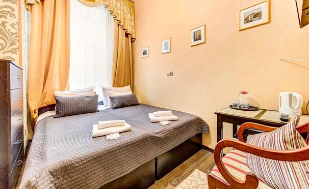 Скидка на Проживание для двоих в «Гостевых комнатах на Марата, 8»: собственный санузел, кухонный уголок, камин, постельное белье и другие удобства! Скидка 50%