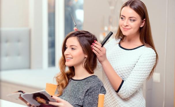 Скидка на Кератиновое восстановление волос, стрижка, мелирование, окрашивание и другие процедуры в салоне-парикмахерской «Золотые ножницы» со скидкой до 86%