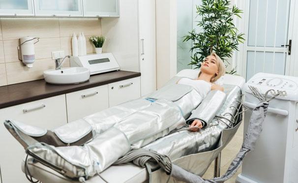 Скидка на Прессотерапия, криомассаж лица или головы, массаж ног, программа коррекции фигуры «Стройность» в салоне красоты «Лайм». Скидка до 54%