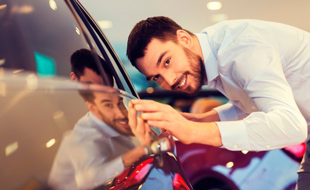 Скидка на Комплексная или премиум-химчистка салона, цветовосстанавливающая полировка автомобиля в детейлинг-студии Luxe-auto. Скидка до 86%