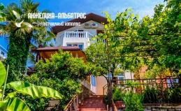 Гостиница «Анжелика-Альбатрос» в Лоо