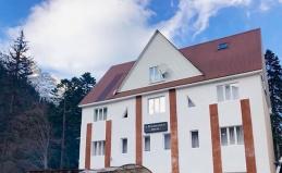 Отель «Альпенхауз» на Домбае