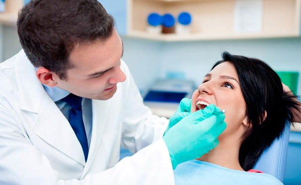 Скидка на Лечение кариеса с установкой пломбы на 1, 2 или 3 зуба, гигиена полости рта, реставрация и удаление зубов в стоматологии Dental Clinic. Скидка до 91%