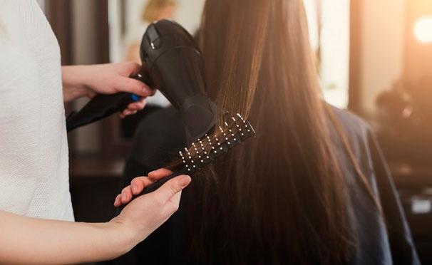 Скидка на Стрижка для женщин и мужчин, окрашивание, кератиновое восстановление волос и другое в салоне красоты «26 регион». Скидка до 62%