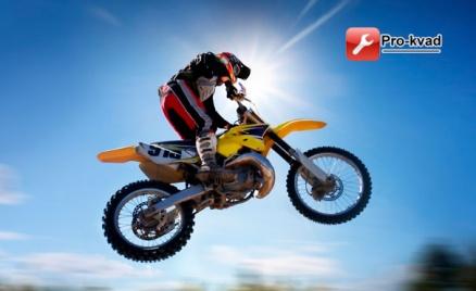 Катание на питбайке или мотоцикле