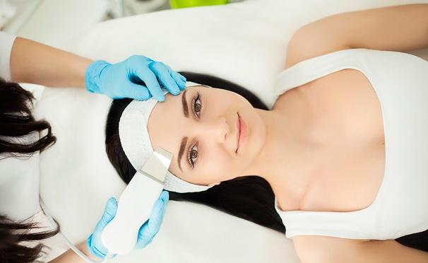Скидка на Молочный, салициловый, энзимный или пилинг Aravia Any-time Control, а также чистка лица на выбор в салоне красоты Beauty Zone. Скидка до 76%