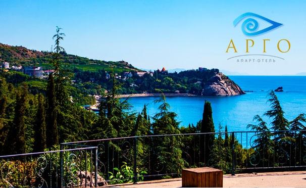 Скидка на От 2 дней проживания в Apart-hotel Argo на первой береговой линии в Коктебеле: Wi-Fi, детская площадка, аренда шезлонгов, парковка и другое. Скидка 30%