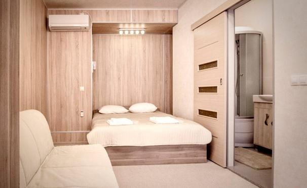 Скидка на От 2 до 5 дней для двоих или компании до 4 человек в апарт-отеле «Петровский». Скидка до 56%