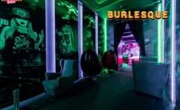 Отдых в мужском баре Burlesque
