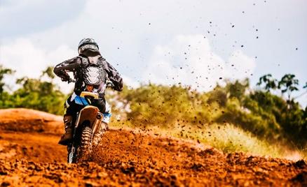 Катание на мотоцикле или питбайке