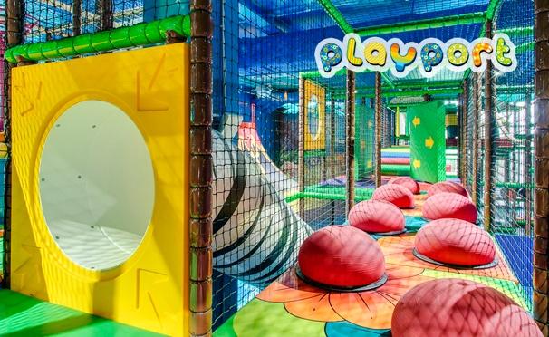 Скидка на Развлечения для детей и взрослых в будни и выходные в центре Playport: батуты, лабиринты, бассейны с шарами, надувные горки, интерактивная зона и не только. Скидка 50%