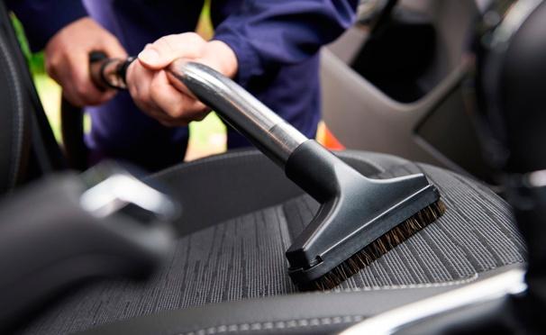 Скидка на Химчистка салона автомобиля, абразивная полировка ЗМ с удалением царапин + защитное нанопокрытие кузова в сети автотехцентров «Пит Стоп». Скидка до 82%