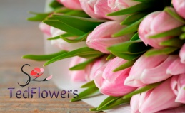 Букеты роз, цветы в шляпных коробках