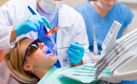 УЗ-чистка зубов или лечение кариеса