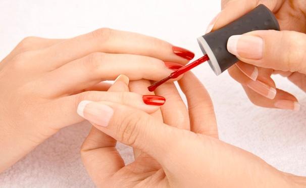 Скидка на Скидка до 75% на маникюр и педикюр с покрытием Vinylux, Shellac или CND Creative Play в сети студий красоты Hot Red