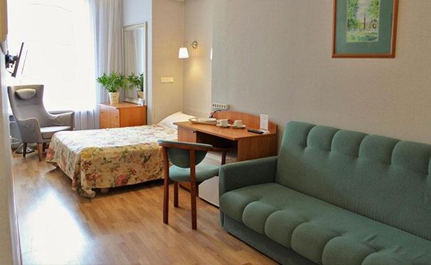 Скидка на Проживание для одного, двоих или троих с завтраками в отеле «Новые комнаты» в самом центре Санкт-Петербурга. Скидка до 70%